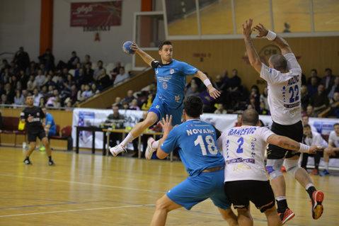 CSM Bucureşti a câştigat două jocuri de pregătire cu portari împrumutaţi de la adversari
