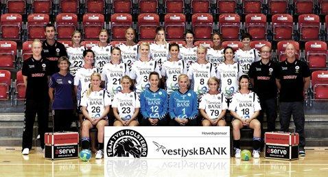 FOTO | 11 fete goale într-un vestiar. Modul inedit în care danezele de la Tvis Holstebro au sărbătorit câştigarea Cupei EHF