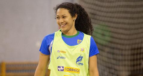 O braziliancă la Vâlcea! Elaine Gomes Barbosa a semnat cu HCM