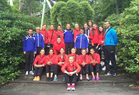 Handbalul feminin românesc a terminat un Campionat Mondial şi se pregăteşte să ia startul la altul. Lotul cu care naţionala de junioare sub 18 ani abordează turneul final din Slovacia
