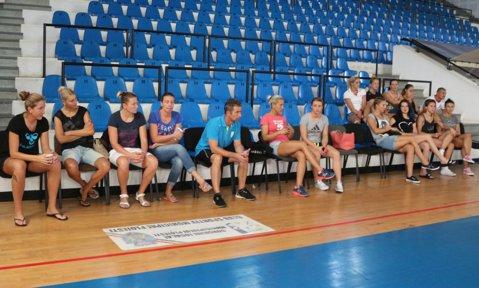 Ca într-o plimbare pe bulevard! CSM Ploieşti a anunţat că REVINE în Liga Naţională de handbal feminin, după ce ieri anunţase oficial că s-a retras