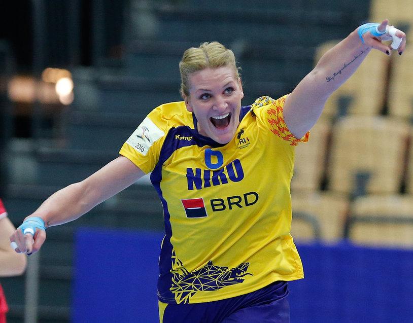 România, la 60 de minute distanţă de calificarea la Campionatul Mondial de handbal feminin din Germania. Tricolorele au câştigat la 5 goluri diferenţă manşa tur cu Austria, dar au avut probleme 50 de minute