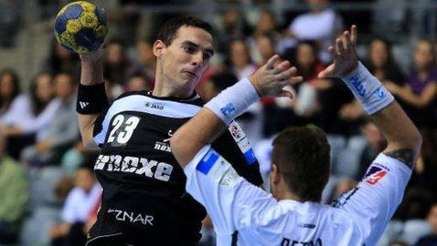 CSA Steaua schimbă rândurile la handbal! Clubul din Ghencea a transferat un inter stânga din naţionala Bosniei şi cinci jucători de la CSM Bucureşti. Alte trei achiziţii sunt în curs de finalizare