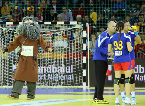 """Handbalul, sport naţional! """"Scoate dacul din tine!"""", mascotă şi imn (II)"""