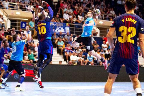 """Demonstraţie de handbal! FC Barcelona a învins CSM Bucureşti cu 33-26 la """"Handball Fest"""". Românul Buzle a debutat la formaţia catalană"""