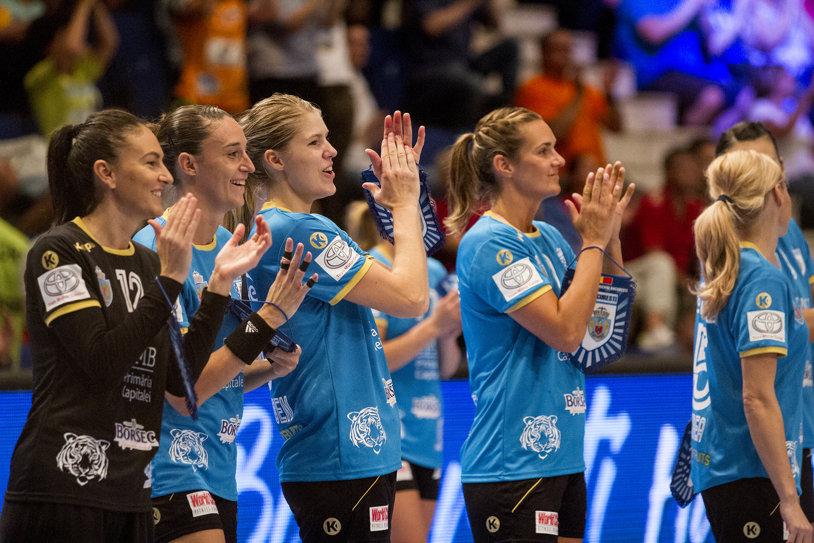 Tablou complet în grupele Ligii Campionilor la handbal feminin, fază a competiţiei în care CSM Bucureşti a acces direct. Cinci naţiuni au câte două reprezentante, doar România şi Rusia din Top 7 au câte o echipă