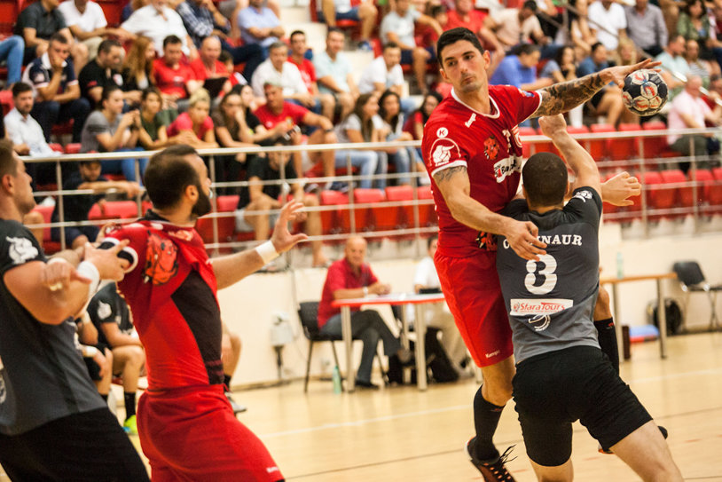 Dinamo a suferit la Călăraşi, dar a câştigat trei puncte importante şi rămâne cu procentaj sută la sută în Liga Naţională. Adevărata provocare abia acum urmează, partida cu Skjern din Liga Campionilor