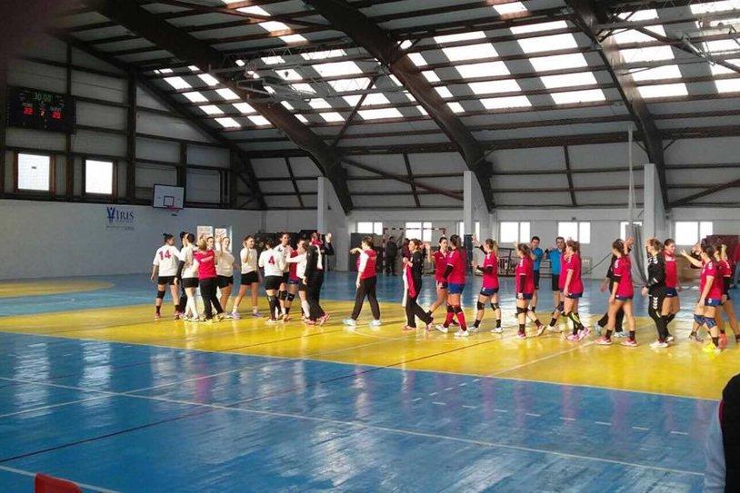 Primul derby Steaua – Dinamo din istoria handbalului feminin: victorie alb-roşie cu 29-22. Duminică este duelul băieţilor - bătălia pentru locul 1 în Liga Naţională