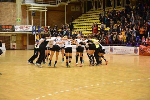 HCM Rm. Vâlcea termină anul 2017 pe locul 2! Situaţia la vârful Ligii Naţionale de handbal feminin la intrarea în vacanţă