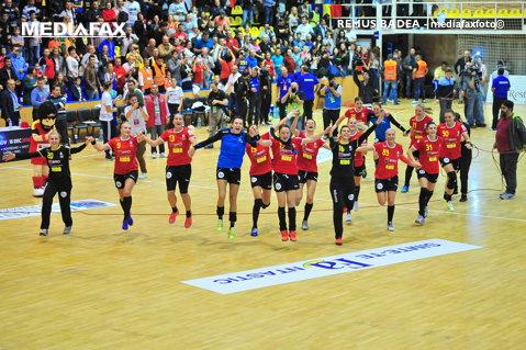 Toate drumurile duc de azi spre Germania! Naţionala feminină începe pregătirile pentru Campionatul Mondial cu multe fete fericite în lot, dar şi cu o incertitudine. În weekend, România susţine ultimele teste la Trofeul Carpaţi