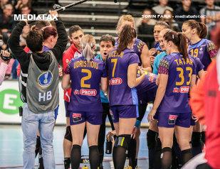 Imaginea dezamăgirii! FOTO   Cum au fost surprinse fetele imediat după înfrângerea cu Cehia şi gestul nervos al Cristinei Neagu