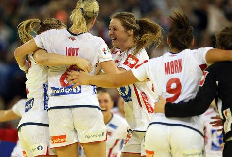 """Norvegia a """"distrus"""" Rusia la Campionatul Mondial de handbal feminin! Cele două semifinale au fost stabilite"""