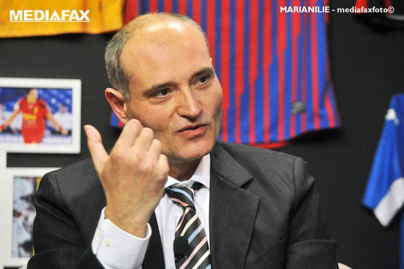 """Robert Licu îl acuză pe Alexandru Dedu pentru că a prezentat abia acum contractul cu Dacia, pentru a-şi creşte cota de încredere înainte de alegeri. """"Le ofer posibilitatea celor care au încheiat respectivul parteneriat să publice data la care a fost semnat"""""""