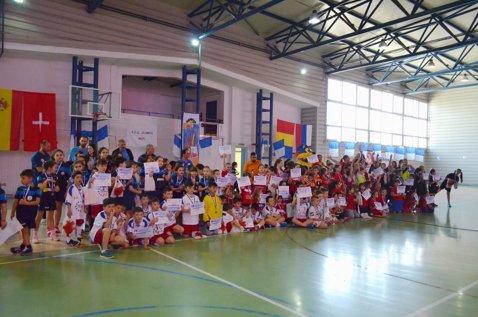 FOTO | 250 de copii au participat la un festival de babyhandbal şi minihandbal la Mizil