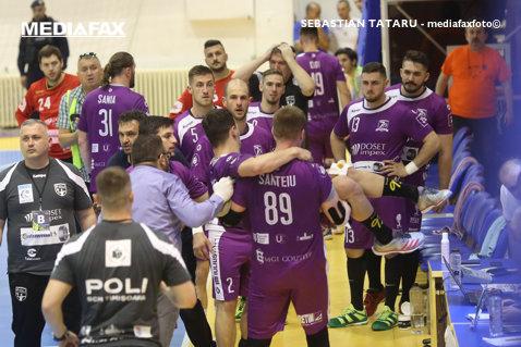 """Noi detalii din cazul """"Poli – CSM Bucureşti""""! Ce calificativ au primit arbitrii şi când a programat federaţia meciurile decisive din sferturile de finală ale play-off-ului. Cristi Fenici va lipsi cel puţin patru săptămâni"""