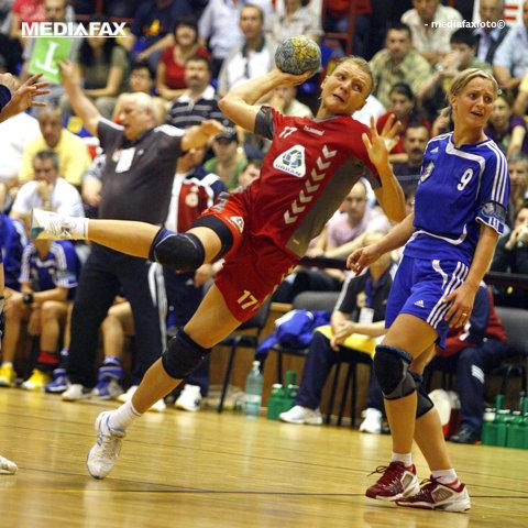 """Retragerea unei campioane! Simona Gogîrlă agaţă oficial """"ghetele în cui"""", într-un eveniment caritabil de excepţie la Vâlcea. """"Aş mai putea juca şi acum"""". Nume mari ale naţionalei au confirmat prezenţa la gală"""