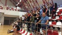 VIDEO | Dinamo a primit un impuls din partea fanilor înaintea marelui derby cu Steaua din finala Ligii Naţionale. Un jucător important din istoria recentă a echipei a venit special din Ungaria pentru a-şi încuraja colegii
