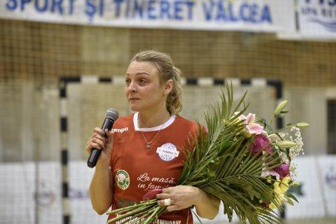 Emoţii şi bucurii la meciul de retragere al Simonei Gogîrlă. Cui a predat ştafeta vicecampioana mondială de la St. Petersburg 2005