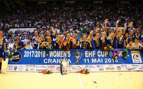 """Campioanele EHF, mai puţin o jucătoare, vor primi distincţia de """"Cetăţean de onoare"""" al Craiovei. Sumele cu care vor fi răsplătite elevele lui Bogdan Burcea"""