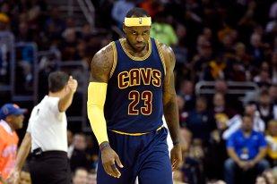 Debut cu eşec pentru LeBron la Cleveland. Blestemul degetelor la Thunder: Westbrook are fractură la deget. Oklahoma rămâne fără staruri
