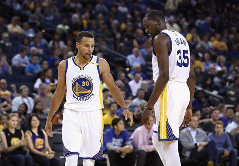 Rezultatele înregistrate joi în NBA: eşec pentru liderul Conferinţei de Vest, Golden State Warriors