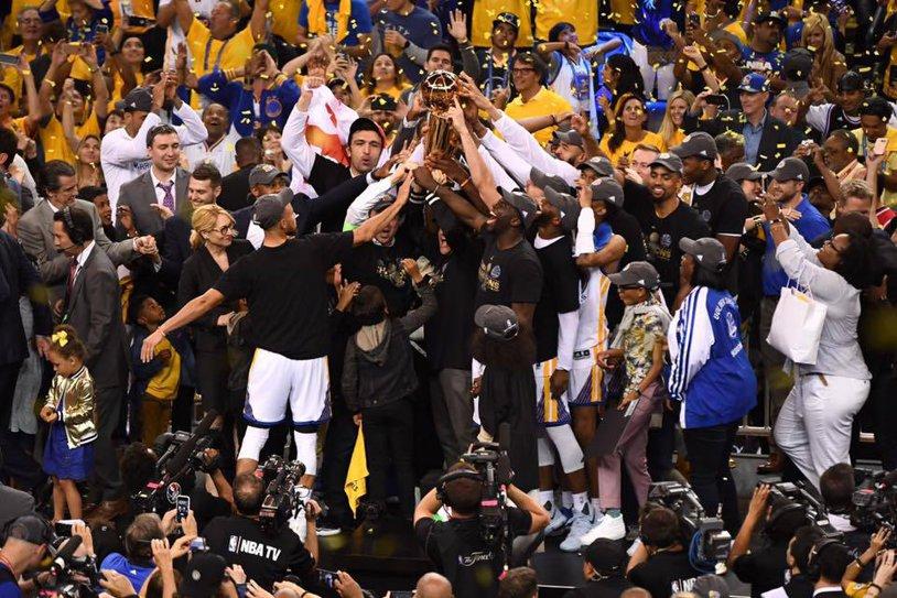 Revanşa în disputa giganţilor! Golden State Warriors a răpus în cele din urmă Cleveland Cavaliers şi a câştigat titlul în NBA. Kevin Durant a fost imperial