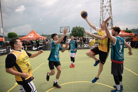 Coş după coş! Dorin Goian a făcut spectacol pe terenul de baschet la Castorii Suceava Streetball by Iulius Mall
