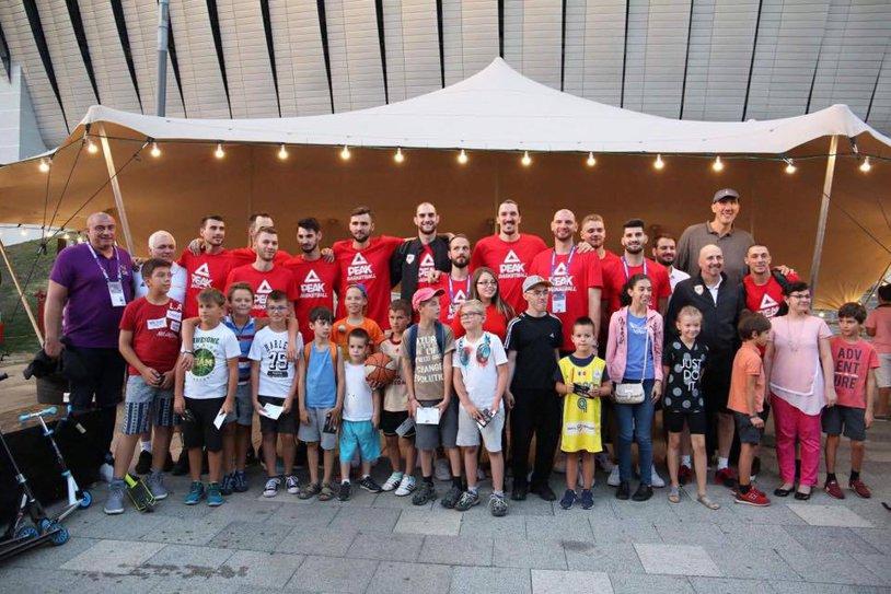 """România intră în arena """"leilor""""! Naţionala de baschet susţine vineri, de la ora 20:30, în compania Cehiei, primul meci la Eurobasket după o pauză de 30 de ani. Două bombe la debutul turneului final"""