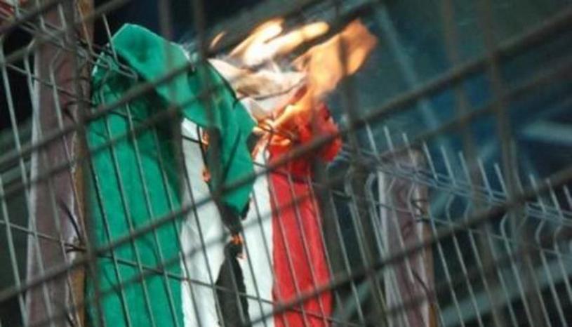 EUROBASKET | Incidente la meciul dintre România şi Ungaria. Steagul maghiar a fost ars înainte de partidă. Fanii români s-au întors cu spatele la intonarea imnului advers