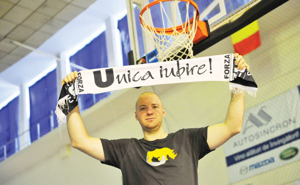 """""""I love this game!"""" A început spectacolul în baschetul românesc. Meci interesant la Cluj, cu U vs BCMU Piteşti. Sakic, în formă mare pentru trupa lui Silvăşan"""