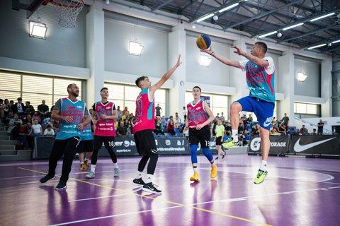 Dorin Goian a lăsat acţiunea de la Mondialul de fotbal pentru o experienţă inedită pe terenul de baschet, la Superbet Castorii Suceava Streetball