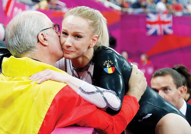 """Legenda merge mai departe: Sandra Izbaşa va continua şi în 2013. Octavian Bellu anunţă o revenire importantă: """"Am înţeles că vrea să se întoarcă în sală"""""""
