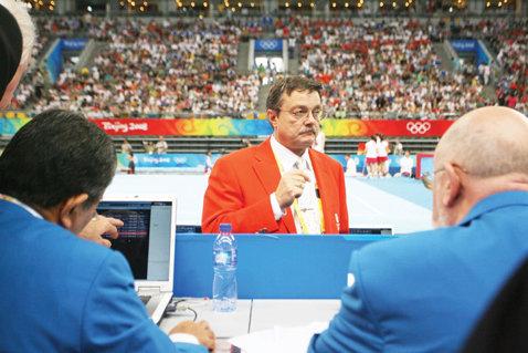 """Adrian Stoica: """"Nu putem numi principali înainte de Mondiale, echipa va fi condusă de Lucian Sandu"""""""