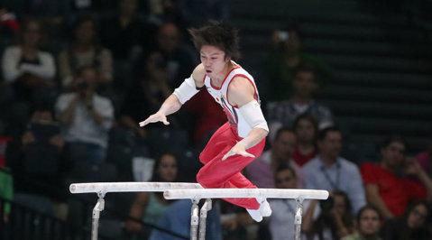 CM de gimnastică: cine îl opreşte pe Uchimura la individual compus?