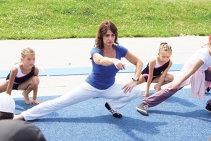 FOTO | Nadia i-a predat o lecţie de gimnastică actriţei Katie Holmes. Ce a pus-o să facă pe fosta soţie a lui Tom Cruise