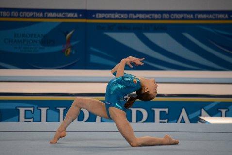 """Dublă pentru Andreea Munteanu la """"Turneul Maeştrilor"""" de la Cottbus. Ea a câştigat medalia de aur la bârnă şi cea de argint la sol"""