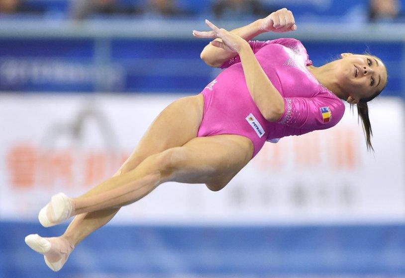 Prima reacţie a Larisei Iordache după bronzul obţinut la Campionatul European de gimnastică. Explicaţia aterizării