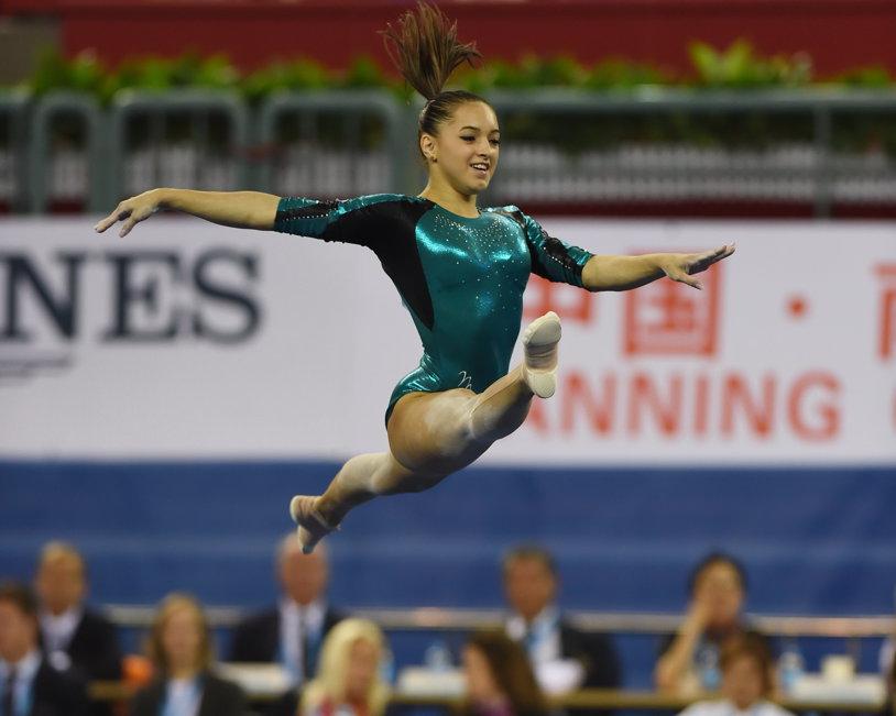 Larisa Iordache a dominat calificările la Cupa Mondială de la Koper - Slovenia. Gimnasta de la Dinamo a promovat în finalele de la paralele şi bârnă cu cele mai mari note