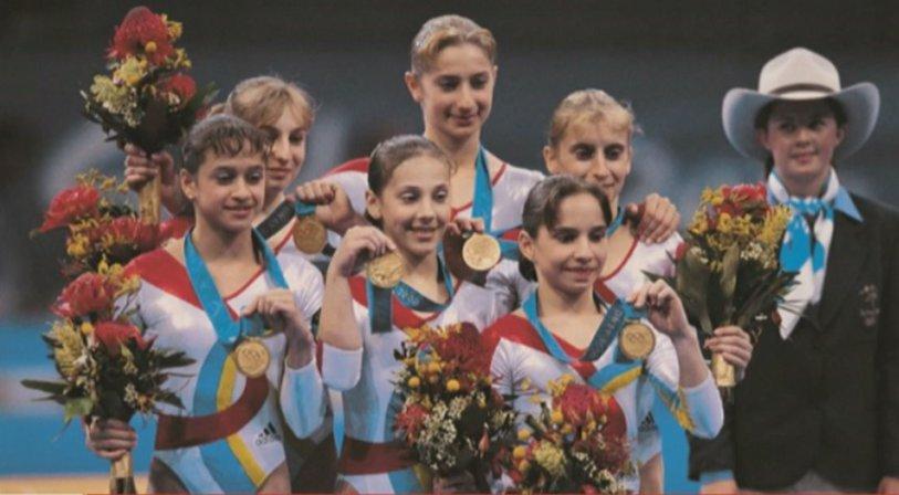 """3 momente unice povestite de Andreea Răducan. """"Când eram mică şi îmi făceam treburile prin casă, ştiam că e gimnastică la televizor pentru că auzeam vocea lui Cristian Ţopescu"""""""