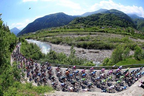 """Lista de start din Giro: 13 echipe din cele 22 care iau startul şi-au oficializat lotul pentru Turul Italiei. Contador, Porte şi Aru, marii favoriţi. Cine sunt """"locotenenţii"""" lor. Ţvetcov a fost şi el selecţionat"""