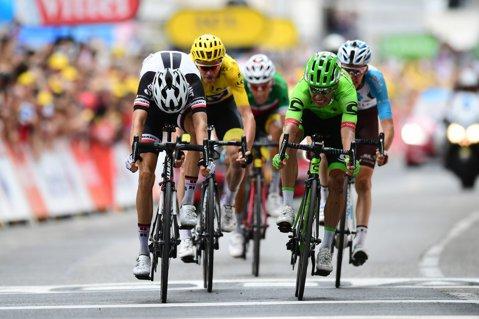 Rigoberto Uran a câştigat cea mai grea etapă din Turul Franţei! Froome a scăpat de trei adversari importanţi: Porte a abandonat după ce a căzut, Quintana şi Contador au pierdut foarte mult timp. Cum arată clasamentul general