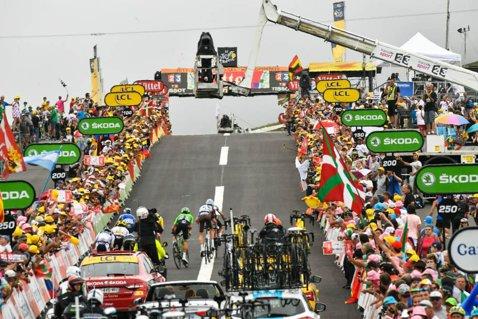 """Cei 300 de metri care au """"detonat"""" Turul Franţei! Reacţia lui Chris Froome după ce a pierdut tricoul galben. Fabio Aru şi Romain Bardet, primii oameni care reuşesc să-l atace cu succes pe britanic în ultimii ani"""