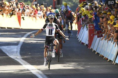 Tactică perfectă şi victorie pentru Michael Matthews în etapa a 14-a a Turului Franţei! Surpriză la final: Fabio Aru s-a sufocat pe ultimii metri şi a pierdut tricoul galben. Froome, din nou lider
