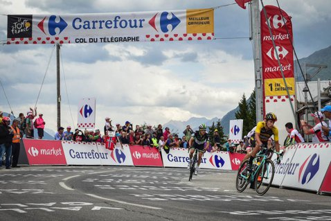"""Victorie epică pentru un sloven în Turul Franţei. Fabio Aru a pierdut timp în prima etapă de Alpi şi a ieşit de pe podium. Chris Froome se distanţează la """"general"""" cu câteva secunde"""