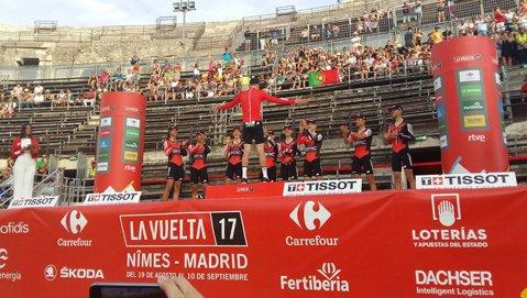 Rohan Dennis, primul lider al Turului Spaniei. Chris Froome s-a poziţionat bine după contratimpul pe echipe de la Nimes