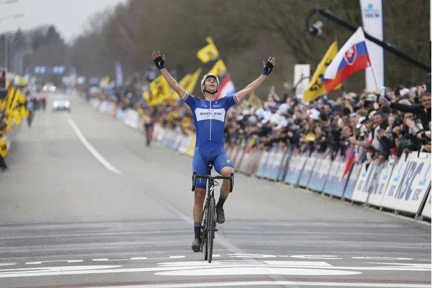 """Curse cicliste """"Monument"""" înaintea Turul Italiei şi Turului Franţei. Olandezul Niki Terpstra a câştigat într-o manieră fantastică o cursă cu 18 căţărări prevăzute în ultimii 150 de kilometri"""