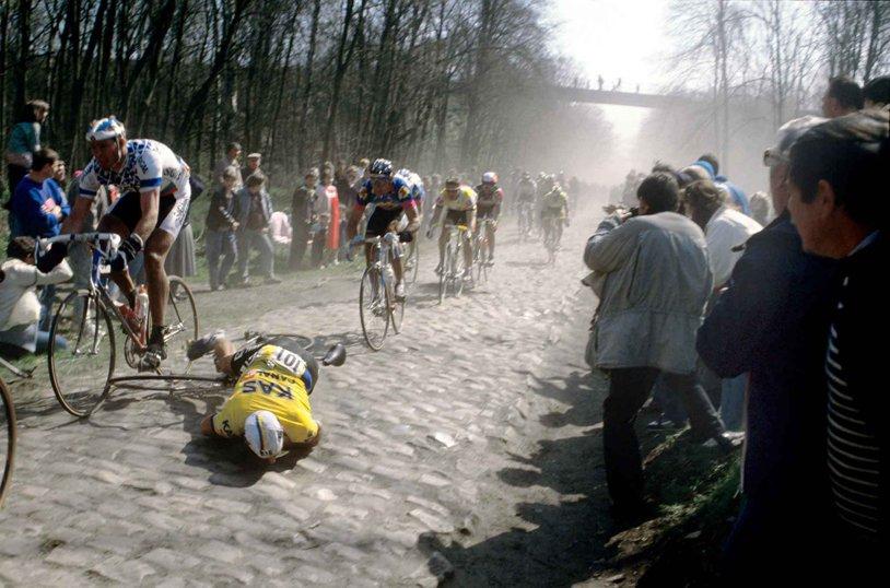 """""""Iadul Nordului"""", te trec fiorii numai când vezi imaginile! Cea mai tare cursă de o zi din ciclismul mondial are nu mai puţin de 29 de sectoare de piatră cubică"""