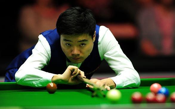 """Ding-dong! Înfrângere îndulcită şi replică pentru """"Racheta"""" O'Sullivan: chinezul Ding Junhui a părăsit Openul Galez, în sferturi, la capătul unui meci în care a reuşit primul break maxim al anului 2016"""