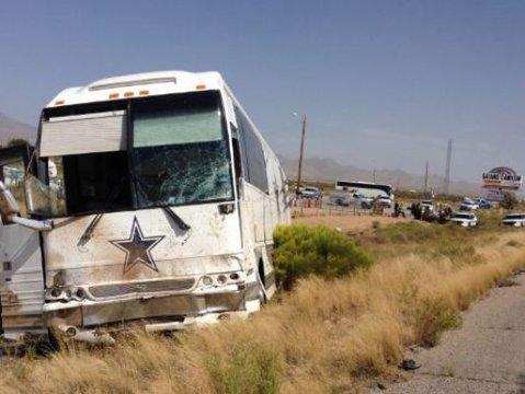 Accident teribil pe o austrostradă din SUA: autocarul echipei Dallas Cowboys a lovit o camionetă, patru persoane au decedat