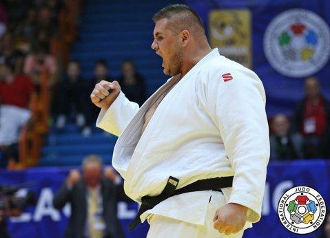 Premieră în judoul românesc. Pentru prima dată s-au acordat la Naţionale şi premii în bani. Uriaşul Daniel Natea a fost vedeta competiţiei